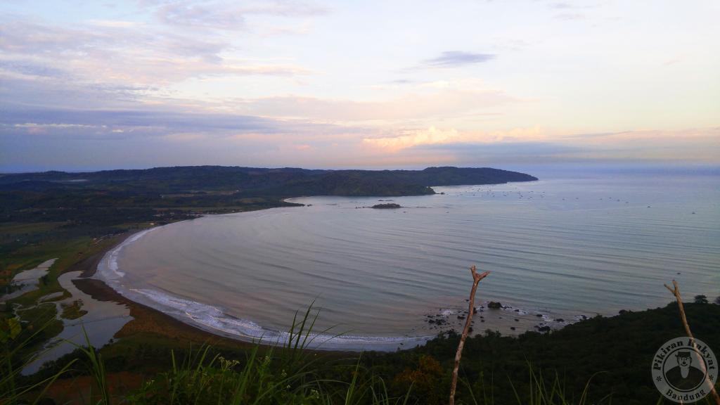 Puncak Darma Geopark Ciletuh difoto dari titik paling ujung yang bisa diakses wisatawan