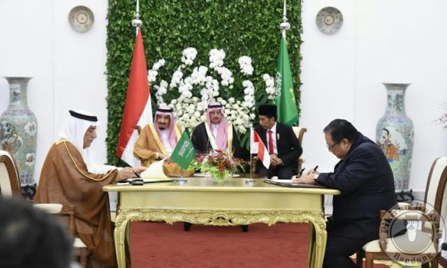ISTIMEWA/MENTERI Koperasi dan UKM Puspayoga menandatangani kerja sama dengan otoritas UKM Kerjaan Arab Saudi di hadapan Raja Salman dan Presiden Jokowi di Istana Bogor, Rabu, 1 Maret 2017.