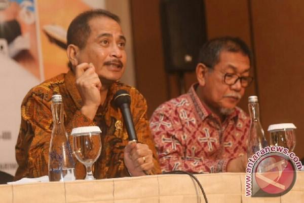 Menteri Pariwisata Arief Yahya dan Wagub Jabar Aher dalam Rapat Koordinasi Nasional Perguruan Tinggi Pariwisata yang diselenggarakan Kementerian Pariwisata bekerja sama dengan Himpunan Lembaga Pendidikan Tinggi Pariwisata di Bandung, Senin. (Hanni Sofia)